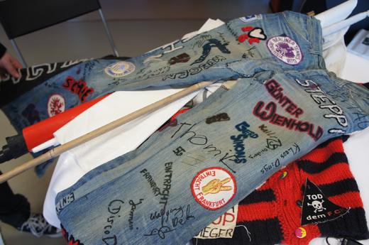 Hochdekorierte Hippie-Jeans (Foto: Nowak)