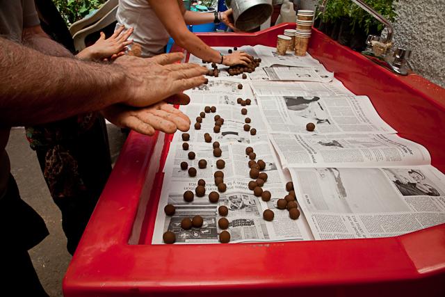Seed Bombs selbermachen Bild von Sara Dent www.flickr.com