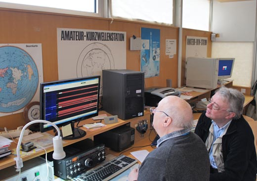 Amateurfunker in der Funkstation, Foto: Gessler