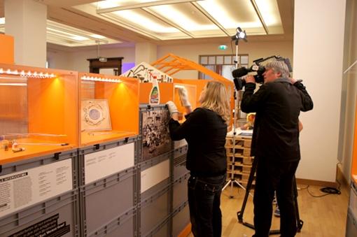 Dreh beim Ausstellungsaufbau, Foto: Tine Nowak
