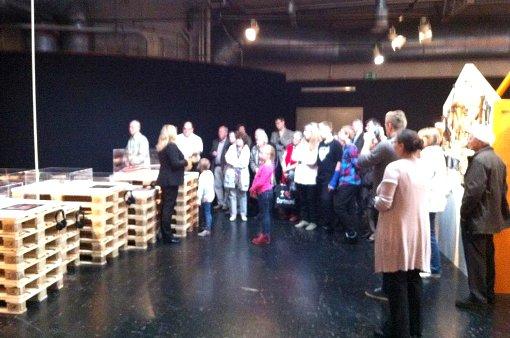 Eröffnung: Führung durch die DIY Ausstellung. Foto: Frank Löbig