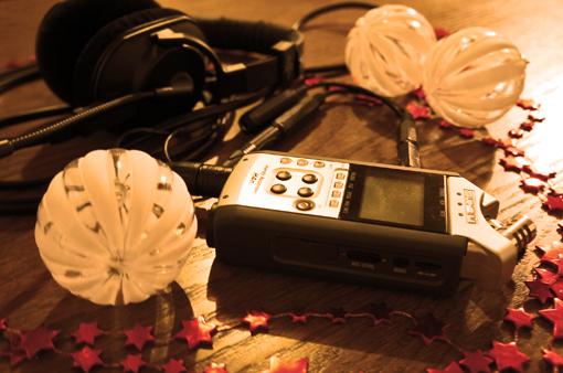 Weihnachtliches Audiosetting. Foto: Tine Nowak